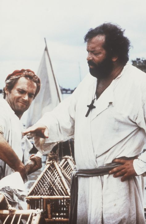 Als sie eine Papageienfarm auf ihrer Missionsstation aufbauen, ziehen sich Pater J. (Terence Hill, l.) und Pater Pedro (Bud Spencer, r.) wieder einm... - Bildquelle: Tobis Filmkunst