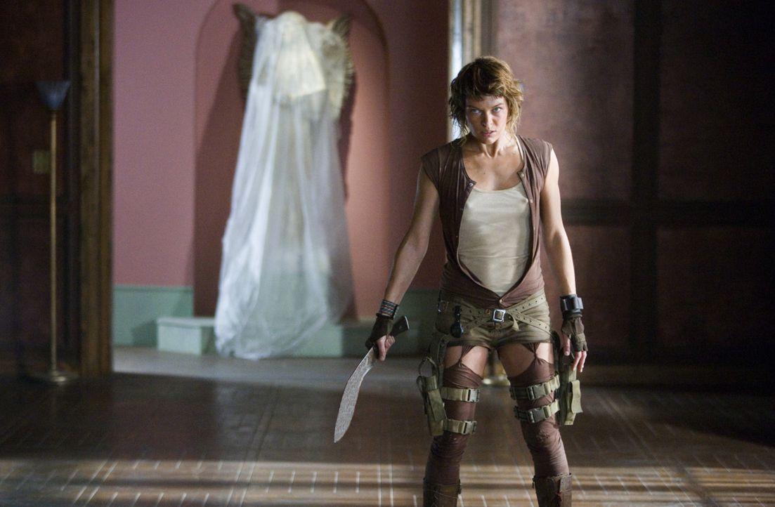 Alice (Milla Jovovich) nimmt den Kampf gegen ein gefährliches Virus, das Menschen in Zombies verwandelt, auf ... - Bildquelle: Constantin Film