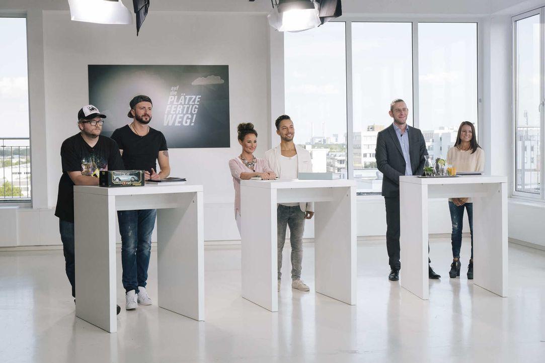 Welche ihrer Business-Ideen haben die besten Erfolgsaussichten? Sasa (2.v.l.), Norman (l.), Ana Sofia (r.) und Ronny (2.v.r.) und Jeean (3.v.r.) und... - Bildquelle: Stefan Hobmaier kabel eins