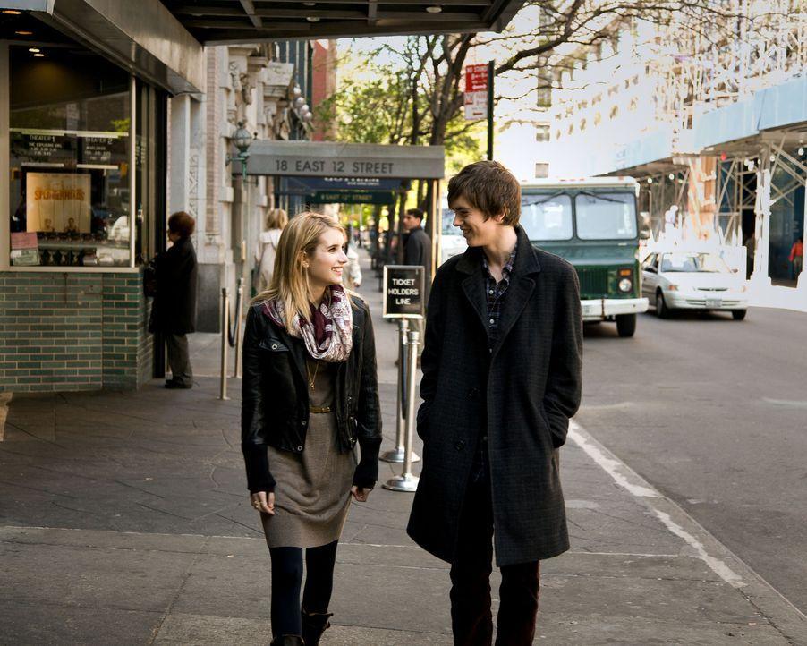 Noch immer findet George (Freddie Highmore, r.) keine Worte, um seine Gefühle für Sally (Emma Roberts, l.) angemessen auszudrücken, ohne eine Ablehn... - Bildquelle: Mark Schafer 2011 - Fox Searchlight Pictures