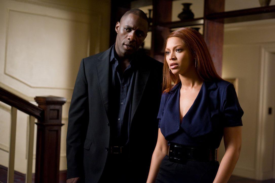 Erst viel zu spät geht Sharon (Beyoncé Knowles, r.) und Derek (Idris Elba, l.) auf, dass bei Stalkerin Lisa die sanfte Tour die falsche ist ... - Bildquelle: 2009 Screen Gems, Inc. All Rights Reserved.