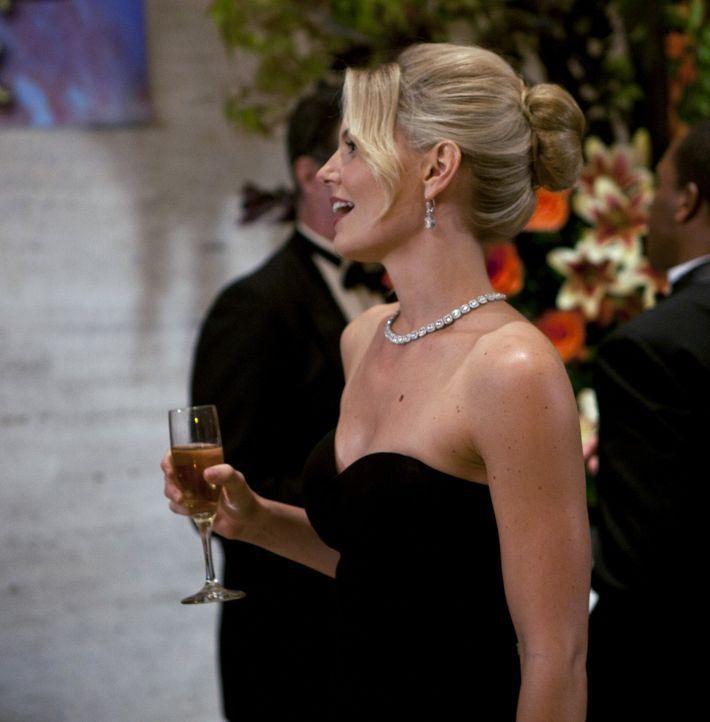 Auf einem Empfang im Naturkundemuseum von New York trifft Ted zu seiner großen Überraschung auf die Aktivistin Zoey (Jennifer Morrison) wieder und... - Bildquelle: 20th Century Fox International Television