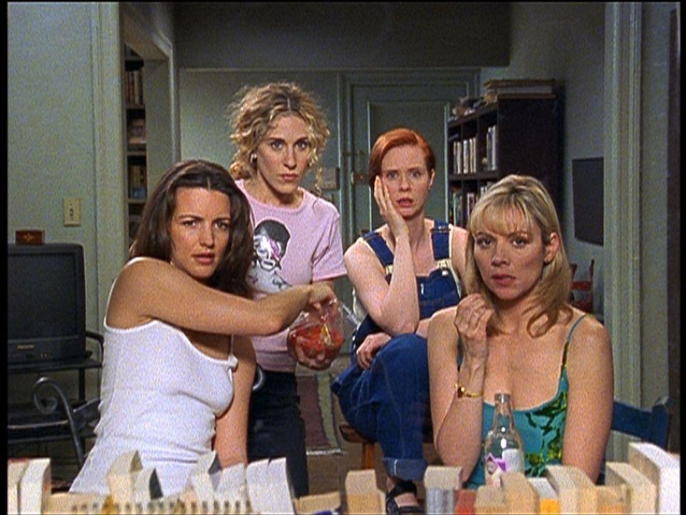 (v.l.n.r.) Charlotte (Kristin Davis), Carrie (Sarah Jessica Parker), Miranda (Cynthia Nixon) und Samantha (Kim Cattrall) durchleben eine sexlose Zei... - Bildquelle: 2001 Paramount Pictures