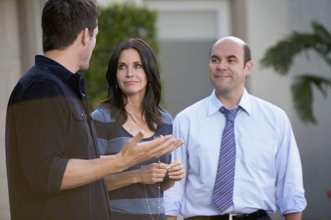 Kein will Bobby sagen, dass Jules und Grayson ein Paar sind - daher muss ein Spiel her. Grayson (Josh Hopkins, l.), Jules (Courteney Cox, M.), Ellie... - Bildquelle: 2009 ABC INC.
