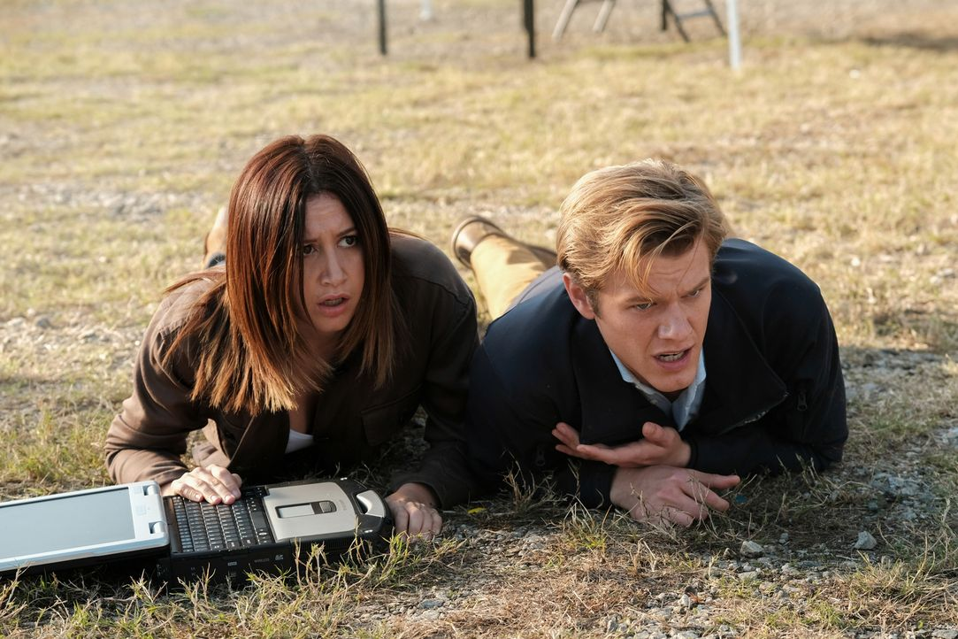 (v.l.n.r.) Allie (Ashley Tisdale); Angus MacGyver (Lucas Till) - Bildquelle: Guy D'Alema Guy D'Alema/CBS   2017 CBS Broadcasting, Inc. All Rights Reserved.