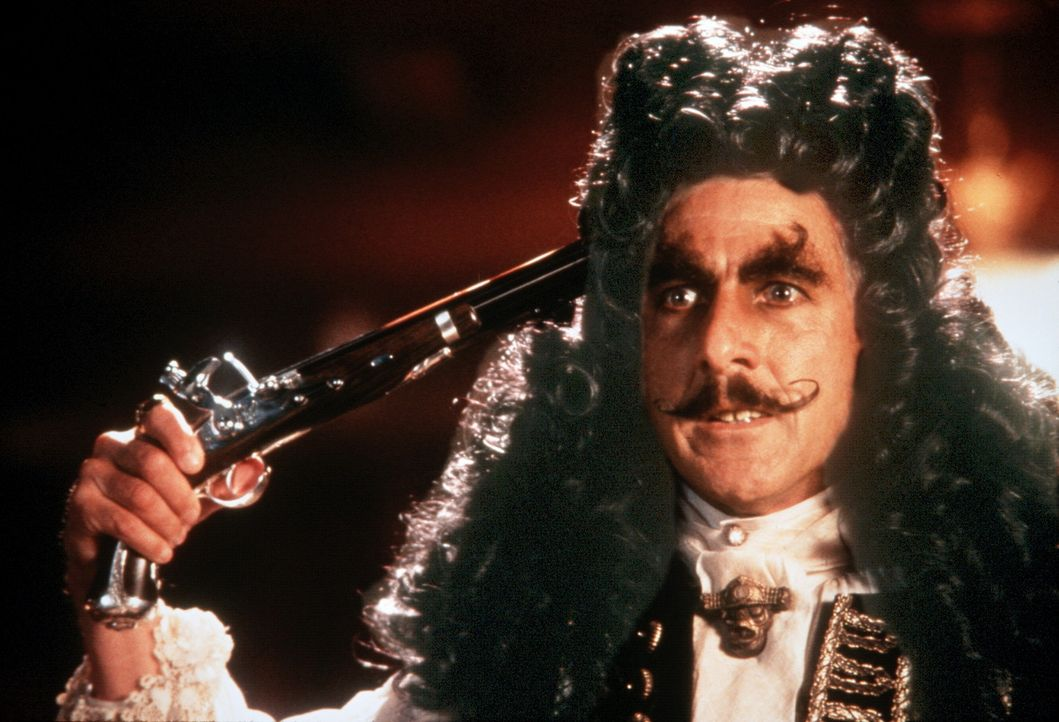 Captain Hook (Dustin Hoffman) liebt dramatische Auftritte ... - Bildquelle: Copyright   1991 TriStar Pictures, Inc. All Rights Reserved.