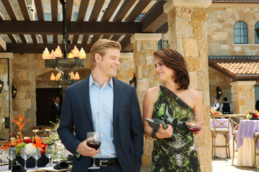Silver (Jessica Stroup, r.) und ihr bester Freund Teddy (Trevor Donovan, l.) haben beschlossen, durch eine künstliche Befruchtung zusammen ein Baby... - Bildquelle: 2012 The CW Network. All Rights Reserved.