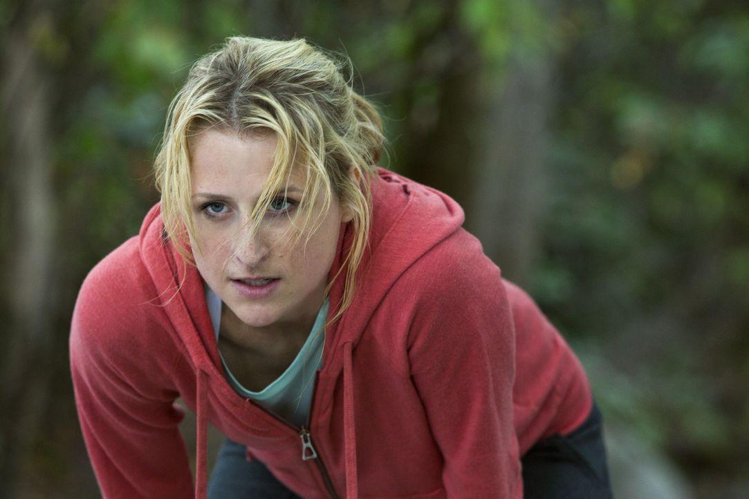 Beim Joggen trifft Emily (Mamie Gummer) auf ihren Schwarm Will zusammen mit Cassandra, was sie vor Eifersucht fast platzen lässt ... - Bildquelle: 2012 The CW Network, LLC. All rights reserved.