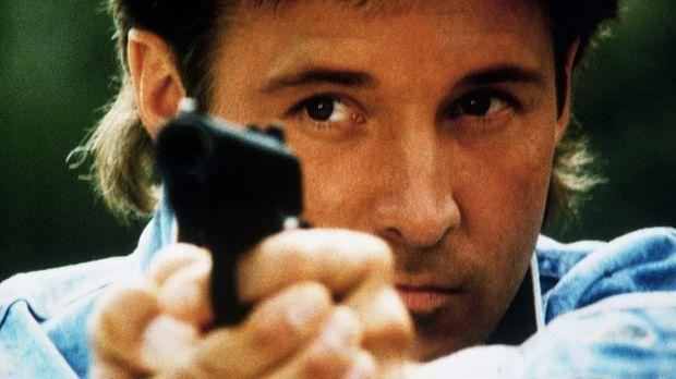 Lee (Bruce Boxleitner) sucht einen Terroristen, der das Trinkwasser der Haupt...
