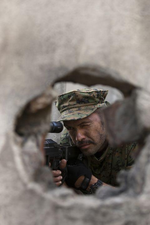 Muss einen mysteriösen Kollegen ausschalten: Scharfschützenausbilder Richard Miller (Billy Zane) ... - Bildquelle: 2011 Sony Pictures Television Inc. All Rights Reserved.