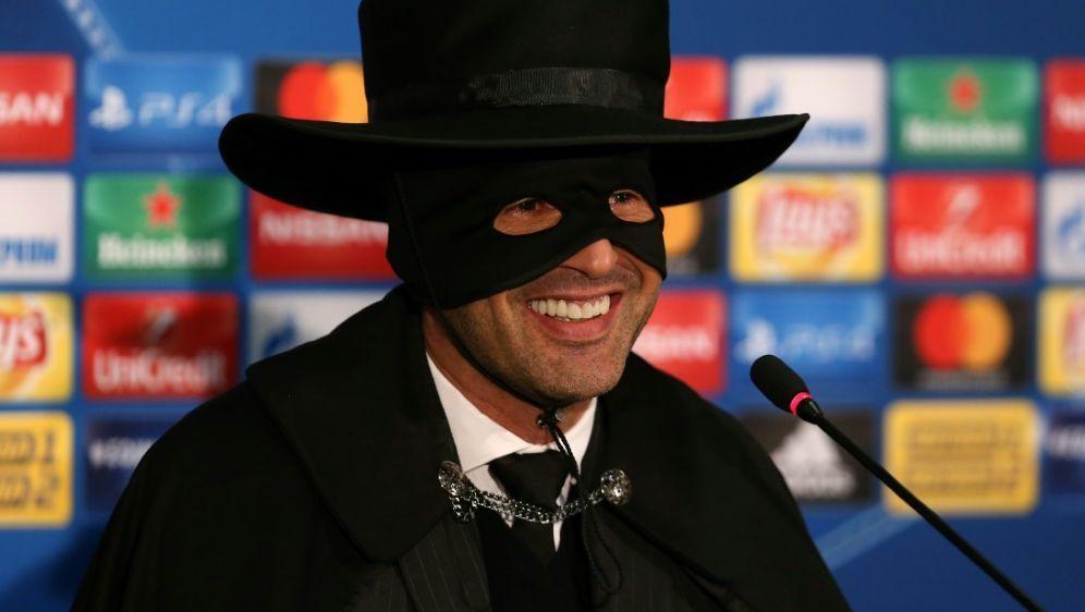 Fonseca feiert Schachtjors Achtelfinaleinzug als Zorro - Bildquelle: AFPSIDSTANISLAS VEDMID