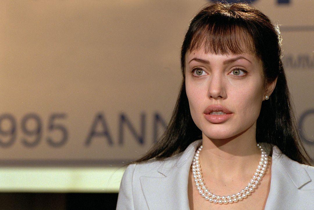 Die naive Amerikanerin Sarah Jordan (Angelina Jolie) lebt als reiche und verwöhnte Frau in London. Ihr Leben wird völlig auf den Kopf gestellt als... - Bildquelle: Paramount Pictures