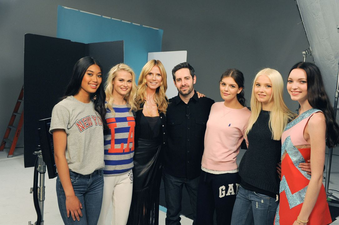 GNTM-Stf10-Epi14-Cosmo-Cover-Shooting-118-ProSieben-Micah-Smith - Bildquelle: ProSieben/ Micah Smith
