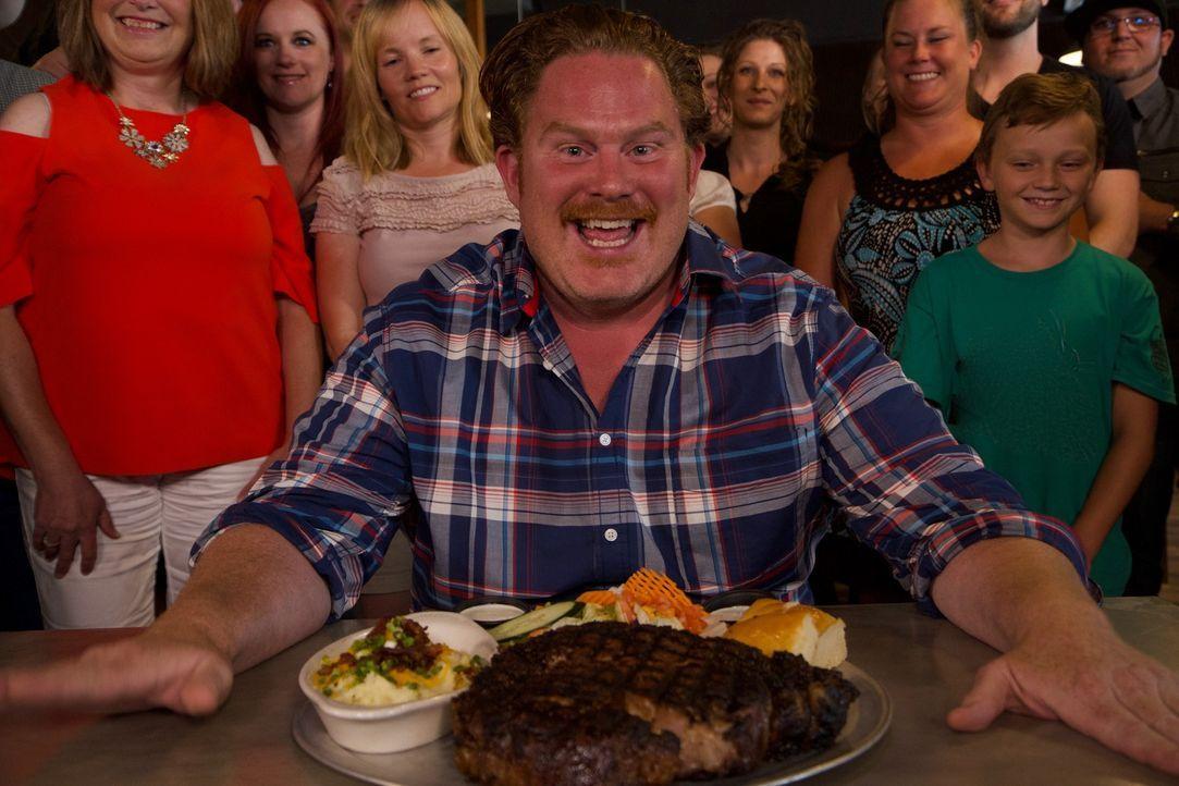 Casey Webb reist nach Billings, Montana, um an einer einstündigen Steak-Challenge teilzunehmen ... - Bildquelle: 2017,The Travel Channel, L.L.C. All Rights Reserved.