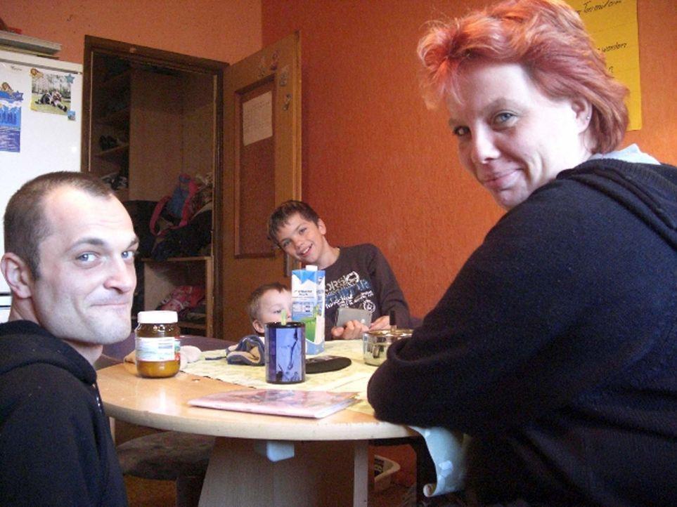 Bei Familie Weigl aus Berlin-Marzahn herrscht täglich dicke Luft. Mama Mandy (34) hatte noch nie einen festen Job, dafür hat sie sieben Kinder, di... - Bildquelle: ProSieben