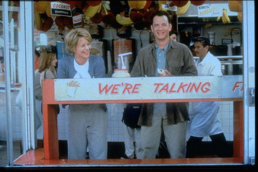 Ende gut, alles gut: Kathleen Kelly (Meg Ryan, l.) und Joe Fox (Tom Hanks, r.) ... - Bildquelle: Warner Bros. Pictures