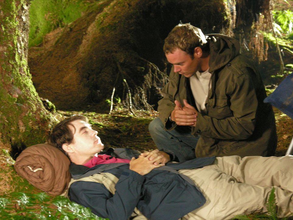 Die Nacht unterm freien Himmel verläuft für Mark (Stewart Wright, l.) und Al (Joe Absolom, r.) ganz anders als erwartet ... - Bildquelle: BUFFALO PICTURES/ITV