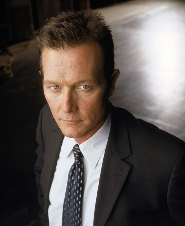 (8. Staffel) - FBI-Agent John Doggett (Robert Patrick) arbeitet mit Dana Scully zusammen. - Bildquelle: TM +   2000 Twentieth Century Fox Film Corporation. All Rights Reserved.