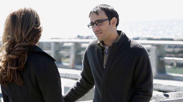 Justin Yates (Omid Abtahi, r.) erzählt Melinda (Jennifer Love Hewitt, l.) von...