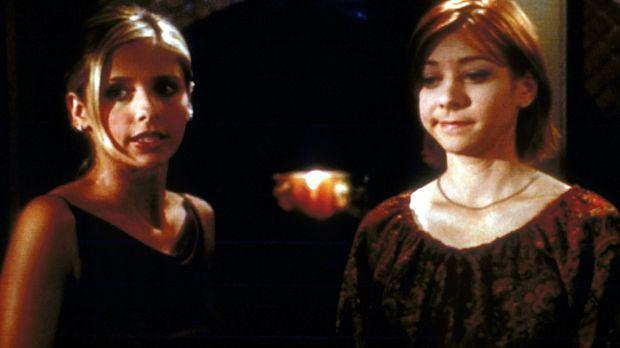 Buffy (Sarah Michelle Gellar, l.) gelingt es nicht, Willow (Alyson Hannigan,...