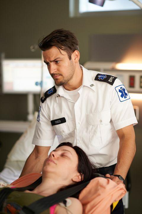 Hat mit einigen Dingen zu kämpfen: Luke (Tyler Hynes) ... - Bildquelle: 2012  Hope Zee One Inc.