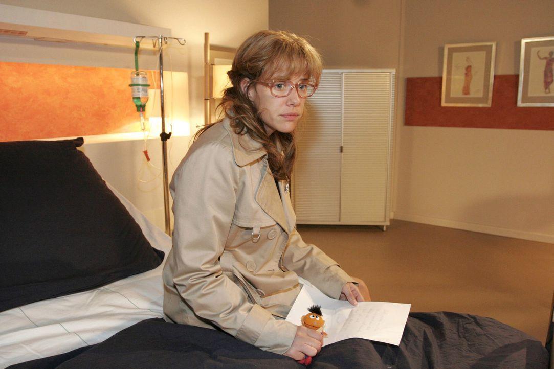 Im Krankenhaus findet Lisa (Alexandra Neldel) nur eine Notiz auf Davids Bett vor ... - (Dieses Foto von Alexandra Neldel darf nur in Zusammenhang mi... - Bildquelle: Noreen Flynn Sat.1