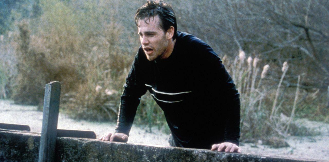 Wer noch gesund ist, muss das Weite suchen, bevor er sich ansteckt: Paul (Rider Strong) ... - Bildquelle: Tiberius Film