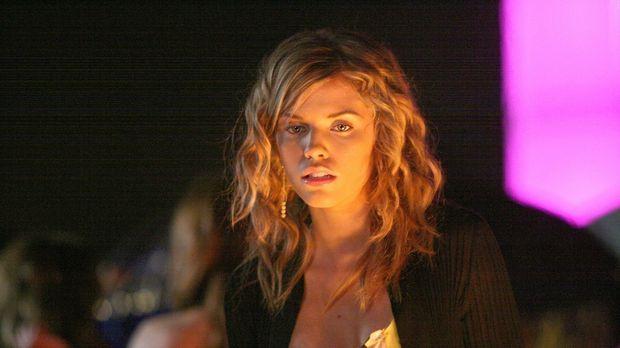 Naomi (AnnaLynne McCord) sieht rot: Ihre sogenannten Freundinnen plaudern Geh...