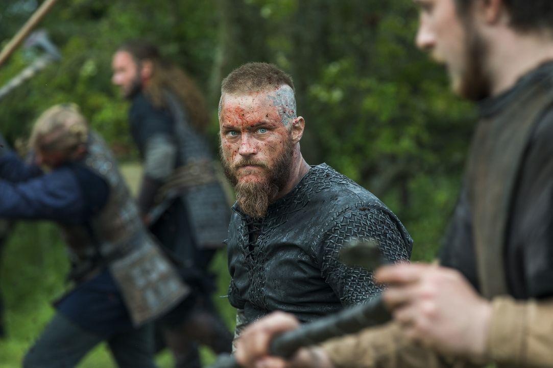 Ein grausamer Kampf wartet auf König Ragnar (Travis Fimmel) und seine Männer ... - Bildquelle: 2015 TM PRODUCTIONS LIMITED / T5 VIKINGS III PRODUCTIONS INC. ALL RIGHTS RESERVED.