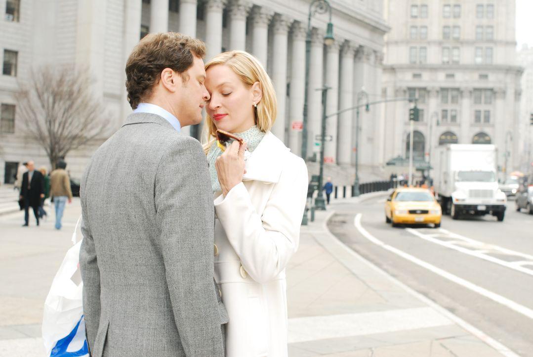 Emma Lloyd (Uma Thurman, r.) moderiert eine erfolgreiche Radio-Talkshow und führt eine glückliche Beziehung mit ihrem konservativen Freund Richard (... - Bildquelle: 2008 Accidental Husband Intermediary, Inc. All Rights Reserved.