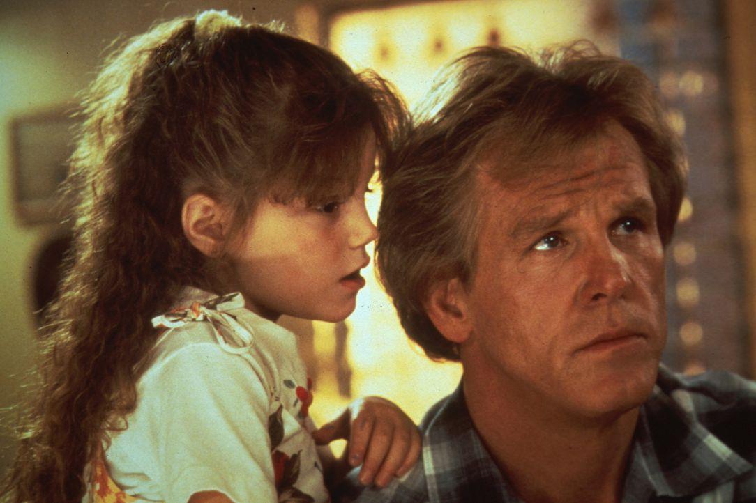 Matt (Nick Nolte, r.) hat seine kleine Tochter Jeannie (Whittni Wright, l.) seit drei Jahren nicht mehr gesehen. Als seine Ex-Frau ins Gefängnis mu... - Bildquelle: Columbia Pictures