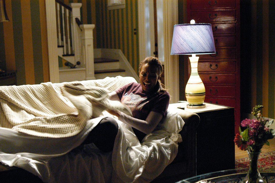 Der Abend läuft anders als geplant, denn Andrea (Aisha Tyler) wird plötzlich von einem Geist heimgesucht ... - Bildquelle: ABC Studios