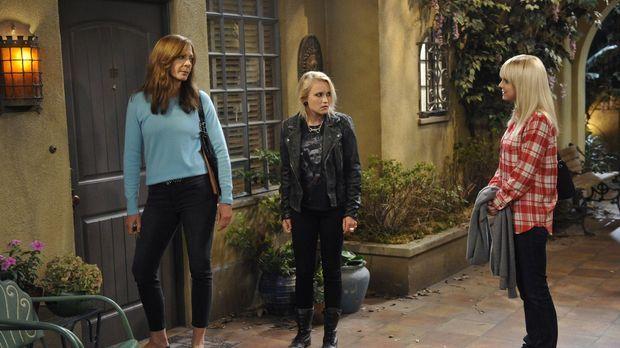 Christy (Anna Faris, l.) und Bonnie (Allison Janney, r.) lernen auf einem ihr...