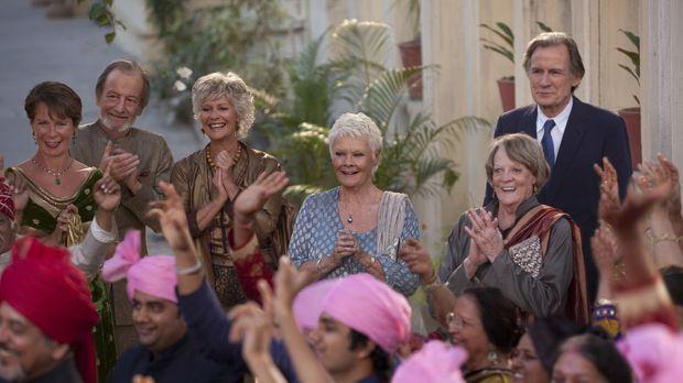 Haben ihren Spaß auf der farbenfrohen Hochzeit von Sonny und Sunaina: (v.l.n....