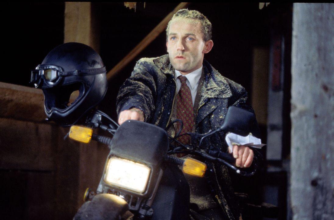 Stockinger (Karl Markovics) auf der Suche nach dem Mörder. - Bildquelle: Huber Sat.1