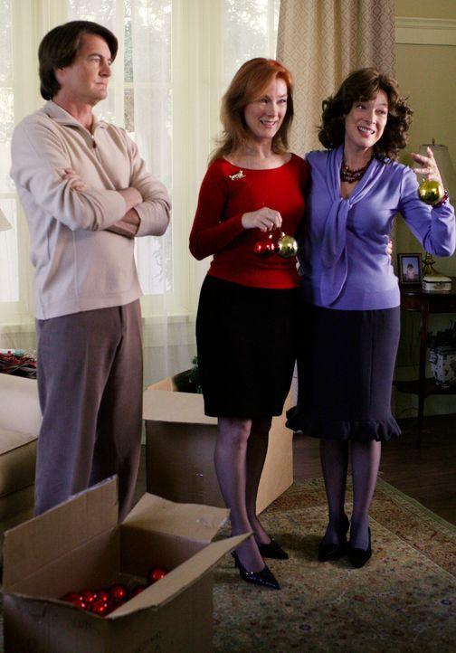 Erinnerung an vergangene Tage: Alma (Valerie Mahaffey, M.), Orson (Kyle MacLachlan, l.) und Gloria (Dixie Carter, r.) ... - Bildquelle: 2005 Touchstone Television  All Rights Reserved