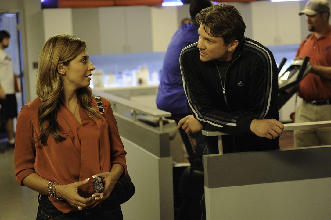 Stehen vor einen neuen Herausforderung: Dani (Callie Thorne, l.) und Matt (Marc Blucas, r.) ... - Bildquelle: 2011 Sony Pictures Television Inc. and Universal Network Television LLC.  All Rights Reserved.