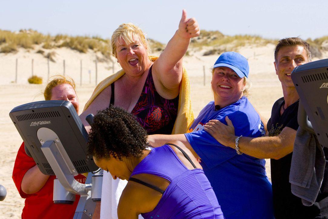 Bei einem Mini-Triathlon stellen die Coaches die Kandidaten zum ersten Mal auf die Probe. Beim Laufen, Schwimmen und Radfahren am Strand zeigt sich... - Bildquelle: Enrique Cano SAT.1