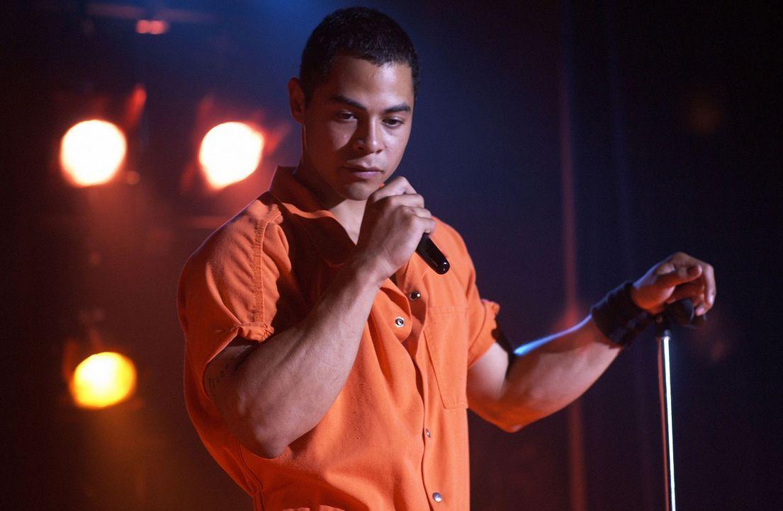 Vom Gefängnislehrer Ben wird Gabriel Garcia (Jose Pablo Cantillo) dazu ermuntert, Gedichte in Form von Rap-Texten zu schreiben ... - Bildquelle: CPT Holdings, Inc.  All Rights Reserved.