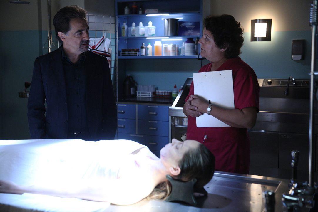 Rossi (Joe Mantegna, l.) und seine Kollegen machen sich auf die Suche nach einem Serienmörder ... - Bildquelle: Cliff Lipson ABC Studios