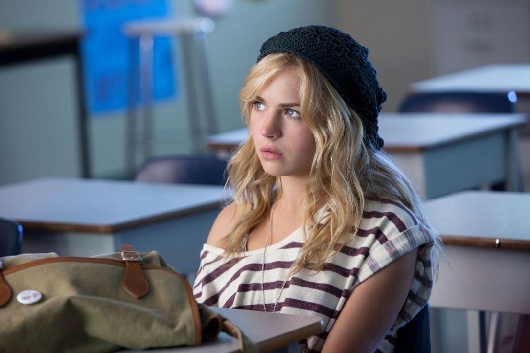 Erwischt: Lux (Brittany Robertson) muss sich für das Betrügen bei einer Klausur verantworten... - Bildquelle: The CW   2010 The CW Network, LLC. All Rights Reserved