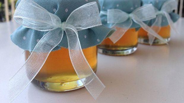 Duschjelly abgefüllt im mit Stoff verziertem Marmeladenglas