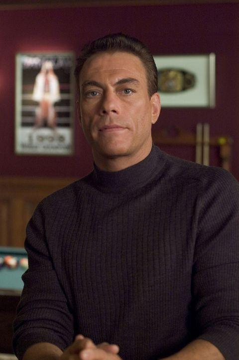 Der Elitekämpfer Phillip Sauvage (Jean-Claude Van Damme) war drei Jahre im Krisengebiet im Mittleren Osten stationiert. Zurück in den Staaten, erw... - Bildquelle: Sony Pictures Television International