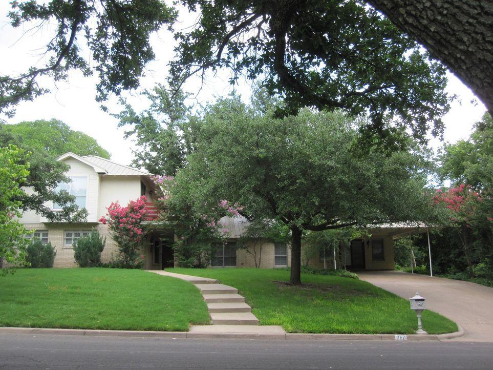 Joanna (l.) und Chip (r.) Gaines geben ihr Bestes, um jedes Haus in dem sie arbeiten zum Juwel der Straße zu machen ... - Bildquelle: 2015, HGTV/ Scripps Networks, LLC.  All Rights Reserved.