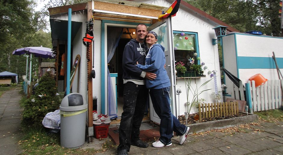 Marco u Vivien Benzmann vor der Hütte