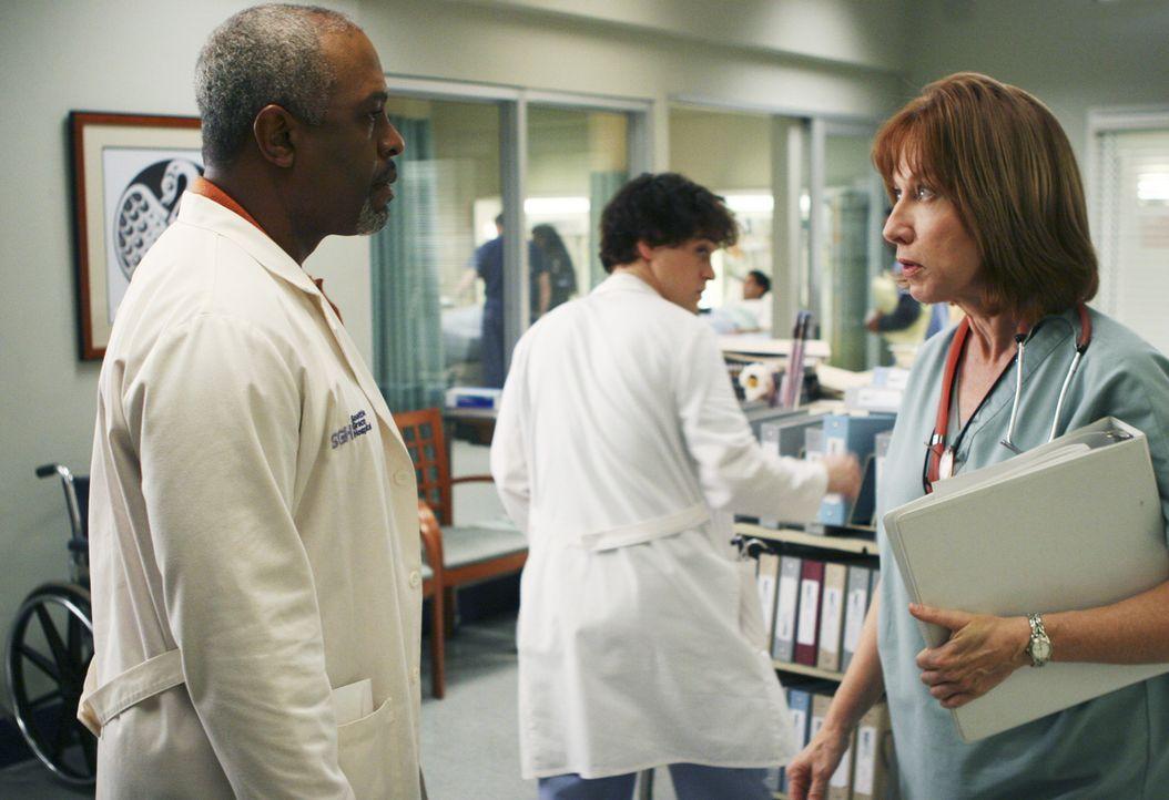 Auf Dr. Richard Webber (James Pickens, Jr., l.), George (T.R. Knight, M.) und die anderen Ärzte kommt viel Arbeit zu, denn Schwester Debbie (Cathy L... - Bildquelle: Touchstone Television