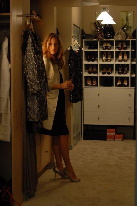 Nico (Kim Raver) ist eifersüchtig auf die zahlreichen Mädels, die ihren Liebsten Kirby umschwärmen ... - Bildquelle: 2004 NBC, Inc.