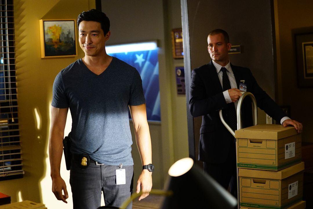 Agent Simmons (Daniel Henney, l.) hat während der Rest des Teams abwesend war, an Fällen gearbeitet. Kann er das Rätsel um den Koffermörder lösen?... - Bildquelle: Disney Media Distribution