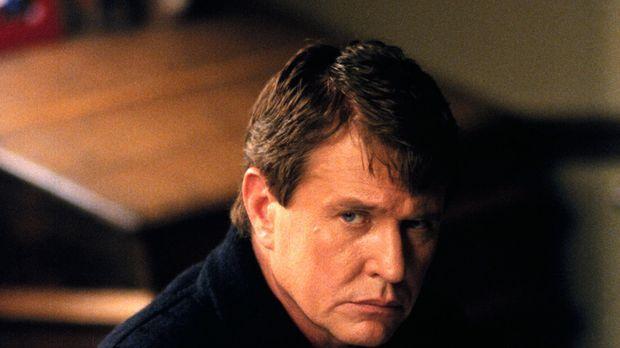 Nachdem seine Frau gestorben ist, beginnt der Pfarrer Harrison Wyatt (Tom Ber...