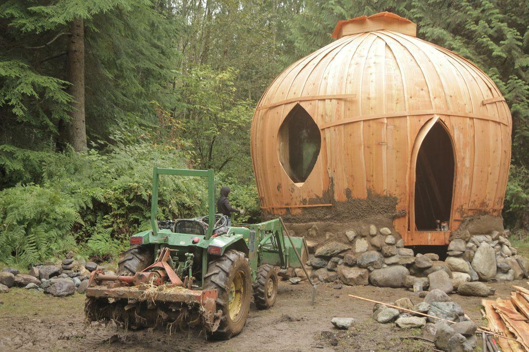 Der Rohbau des Lehmhauses steht endlich ... - Bildquelle: 2015,DIY Network/Scripps Networks, LLC. All Rights Reserved